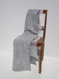 Sorgfältige Verpackung eines Stuhls